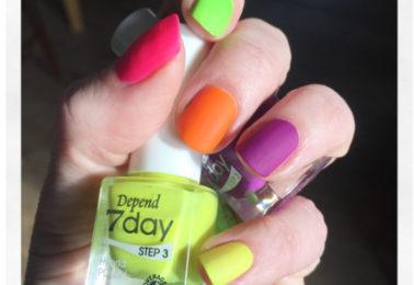 jessicas-skona-varld-veckans-skonhetskap-neonlysande-naglar